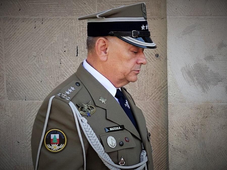 Wojsko potrzebuje charyzmatycznych dowódców, a nie polityczno-wyznaniowych niewolników wazeliny