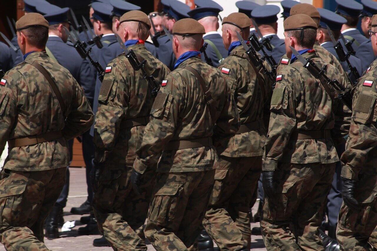 Błaszczak wysyła wojsko do szpitali. Żołnierze będą liczyli łóżka…